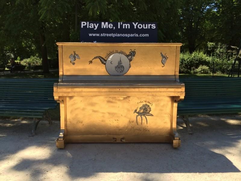 Play me, I'm Yours, Champs-Élysées