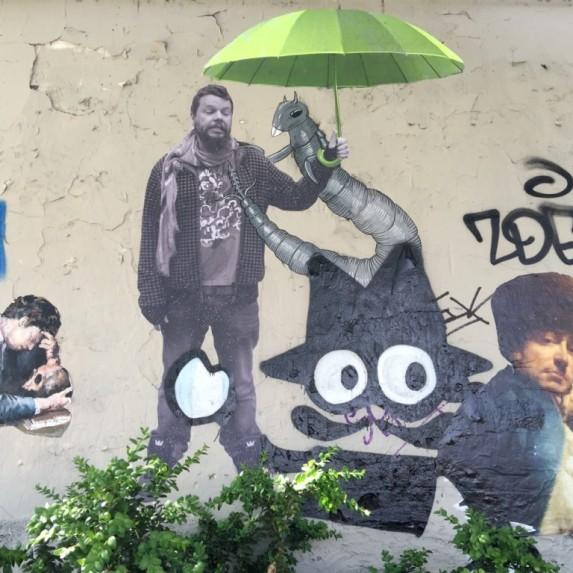 A weird couple in Montmartre